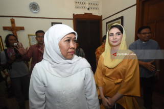 Khofifah Kunjungi Keuskupan Surabaya