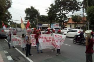 Puluhan Mahasiswa PMKRI Demo Tolak UU MD3 di Surabaya