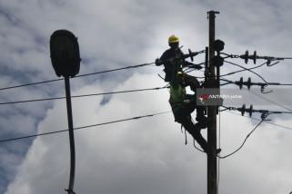 Kejar Target 456 Ratus Pelanggan, PLN Jatim butuh 45 ribu tiang listrik