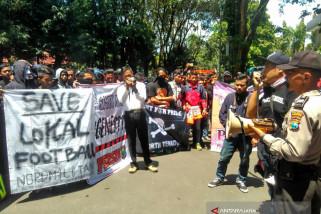 Suporter Persibo Bojonegoro Demo Tuntut Manajemen Rombak Kepengurusan (Video)