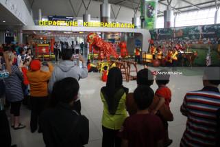 Pertunjukan Barongsai Bandara Juanda