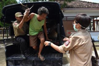 Dinsos-Polisi Kota Madiun Lakukan Razia Orang Gila