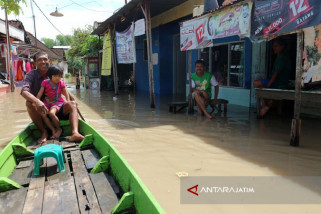 Ribuan warga Bojonegoro mengungsi akibat banjir Bengawan Solo