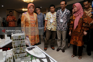 Risma Jelaskan Tata Kota Kepada Arsitek se-Indonesia