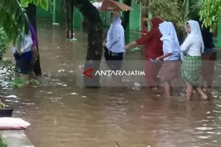 Pesantren Islam Bustanul Ulum Pakusari Jember Digenangi Banjir