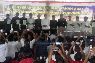 Sertifikat Tanah Pura se-Bali Diserahkan Jokowi (Video)