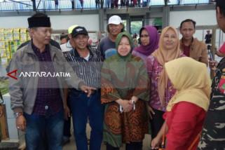 Risma Dukung Keberlangsungan Pasar Gunung Anyar di Surabaya