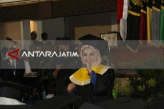 Finalis Difabel X-Factor Indonesia Raih Gelar Sarjana