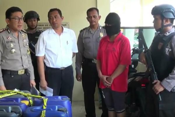 Polisi Blitar Tahan Pengepul Minuman Keras Oplosan
