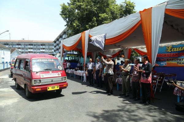 Peluncuran 42 Angkot Pelajar Gratis di Lumajang