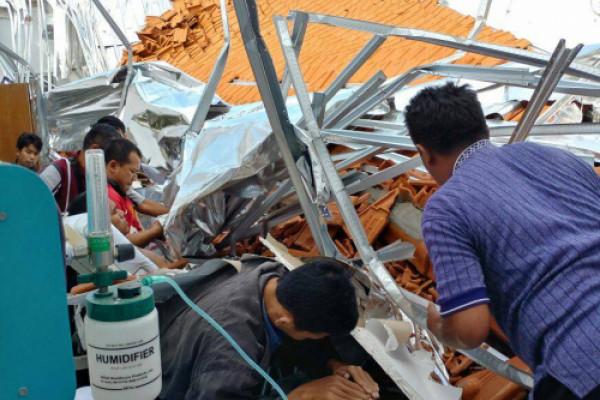 Atap Bangunan RSAL Dr Ramelan Ambruk (Video)