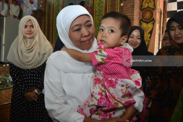Khofifah Perjuangkan Akta Kelahiran Anak Yatim Piatu