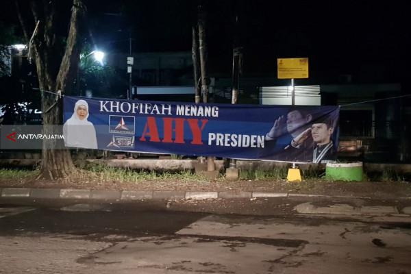 "Panwaslu Surabaya Tertibkan Spanduk ""Khofifah Menang AHY Presiden"" di Rungkut"