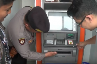 Petugas Patroli Cek ATM di Blitar
