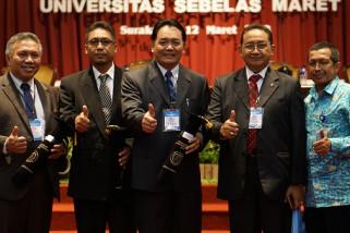 Pjs Wali Kota Kediri Dapat Penghargaan dari UNS
