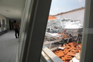Video - Runtuhnya Bangunan Stroke Center RSAL Dr. Ramelan