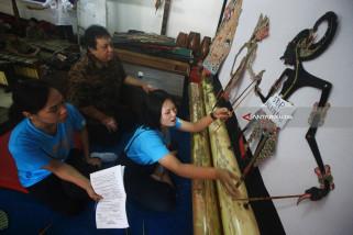 Siswa Thailand Diajari Jadi Dalang