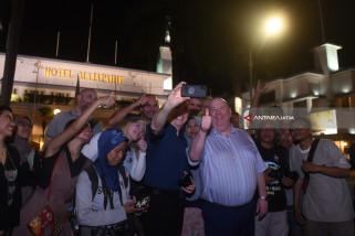 Video - Wali Kota Liverpool Mlaku-mlaku Nang Tunjungan