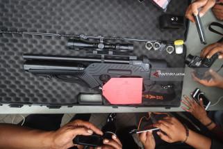 Video - Polisi Gali Motif Penembakan Mobil Pejabat Surabaya
