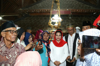 Di Tuban, Puti Guntur  Ziarah ke Makam Syech Maulana Ibrohim Asmoro Qondi