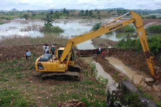 Balai Besar Alirkan Air Waduk Pacal Melalui Pelimpas