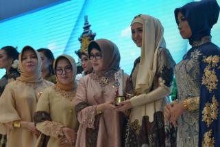 Duta Batik Trenggalek Menangi Fashion Show Dekranasda Jatim