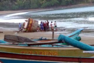 Nelayan Trenggalek Temukan Tangki Besar. Limbah Antariksa?