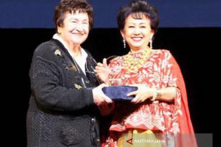 Penghargaan Penyanyi Legendaris Hongaria Diserahkan Dubes RI