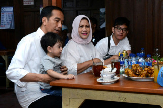 Jokowi Enjoys Weekend Culinary Visit to Solo