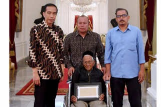 President Receives Donor for First Aircraft Seulawah Purchase