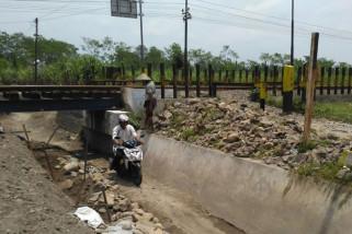 KAI Tutup Perlintasan Ilegal di Jalur Kereta
