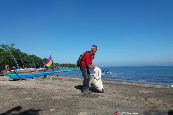 Pemkab Situbondo Gelar Bersih-bersih Pantai Wisata