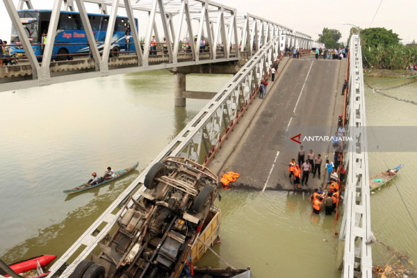 West Section of Widang Bridge Collapses
