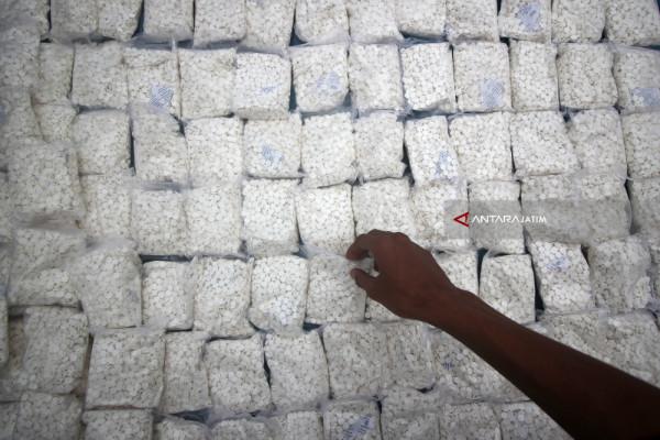 Polisi Surabaya Ringkus Pengedar Pil Koplo