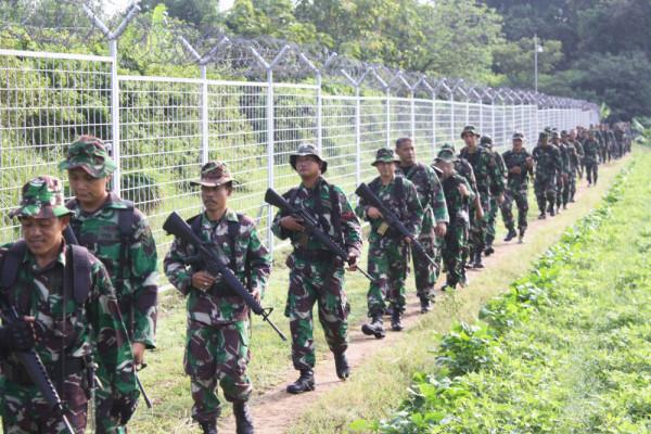 Pasukan Kamhanlan Patroli Ring Satu Lanud Iswahjudi