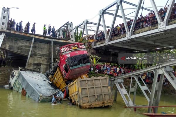Jembatan Widang Ambrol (Video)
