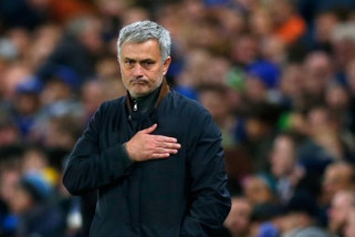 Mourinho: Dalot Akan Absen Sampai September