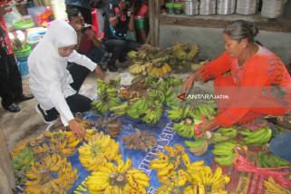 Khofifah Ungkap Perlunya Bank Penyalur KUR di Pasar Tradisonal (Video)