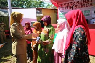 Ribuan Warga Jember Terima Kartu Indonesia Sehat