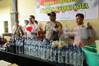 Polisi Kediri Ungkap Industri Rumahan Pembuat Minuman Keras Oplosan (Video)