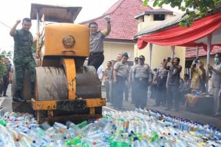 Ribuan Botol Minuman Keras Dimusnahkan