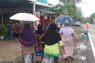 Tiga Korban Tewas Bus Terguling di Magetan Dimakamkan