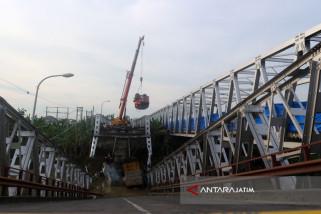 Kepala Truk Terangkat Dari Bengawan Solo di Jembatan Widang (Video)