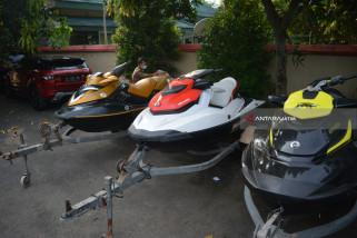 KPK Sita Mobil Bupati Mojokerto