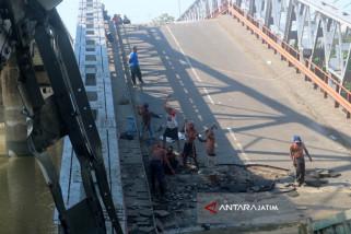 Pakde Karwo Minta H-15 Lebaran Jembatan Widang Bisa Digunakan