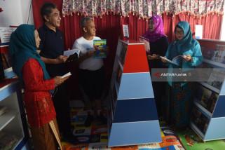 Pelindo III Lengkapi Taman Baca Kampung Lawas Maspati
