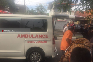 Tiga Warga Surabaya Tewas setelah Pesta Minuman Keras (Video)