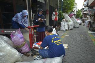 Puluhan Warga Surabaya Peroleh Manfaat Kelola Bank Sampah