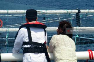 Jokowi dan Susi Tinjau KJA di Tengah Samudera Hindia (Video)