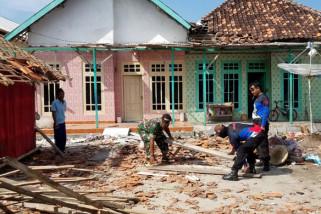 Korban Reruntuhan Rumah masih Dirawat di Puskesmas